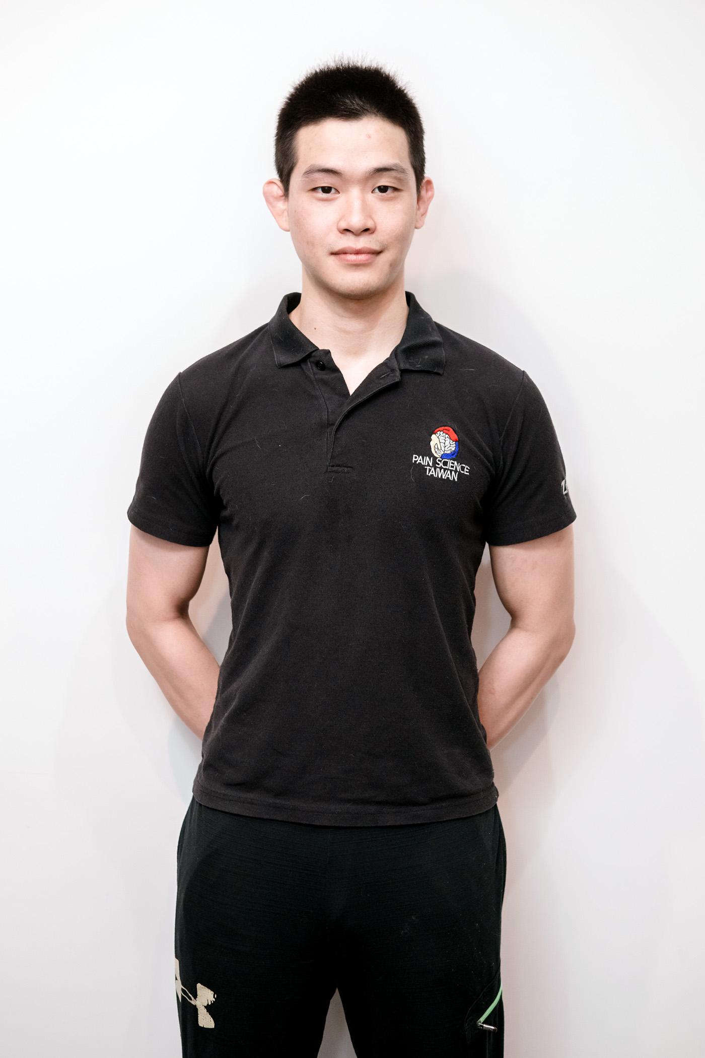 何浩仰-教練